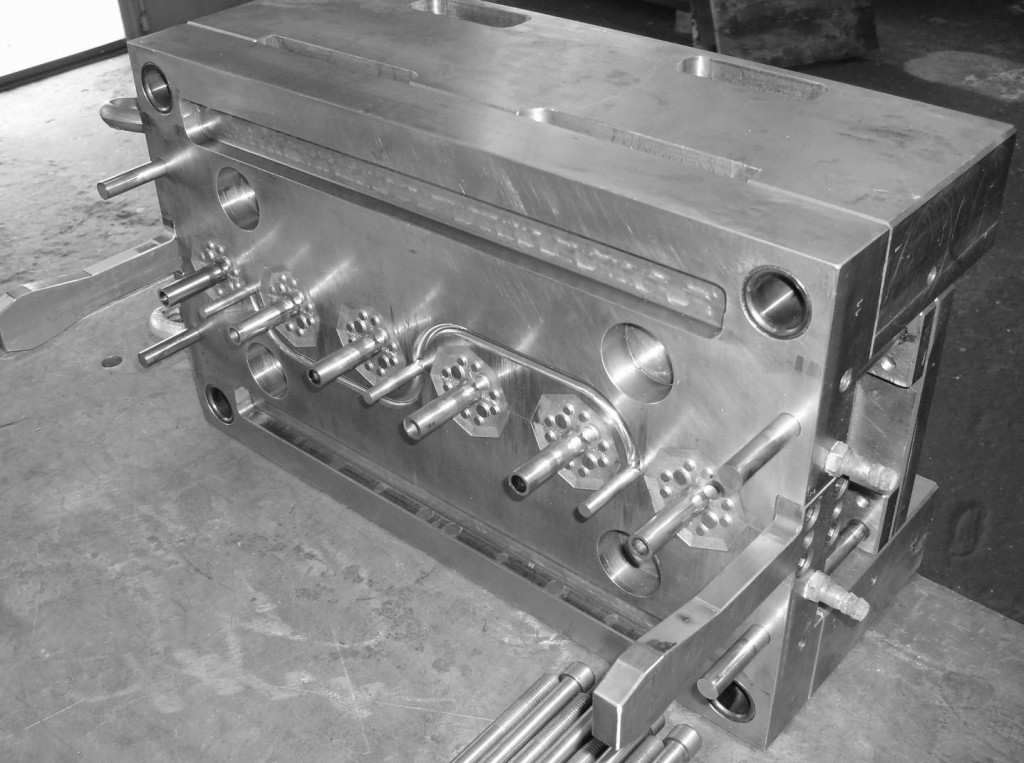 Hot runner for plastic injection moulds